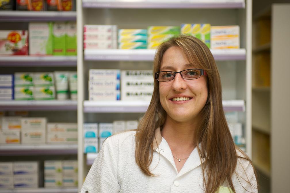 Une quipe votre coute pharmacie de la bascule d cines for Pharmacie de la claire